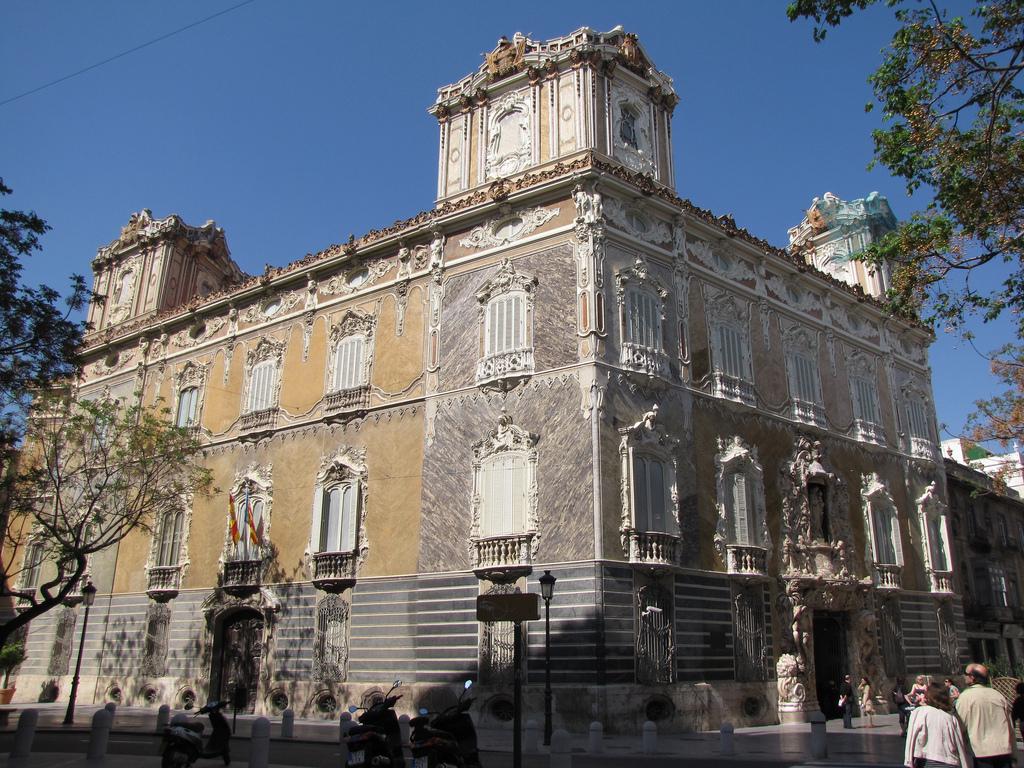 El Museo Nacional de Cerámica de Valencia y la cultura valenciana - Casa Isabel